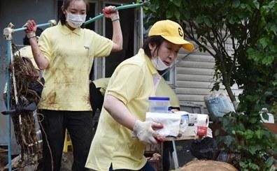 翻车!韩国女党首视察洪涝灾区后晒照片 短袖和靴子却一尘不染