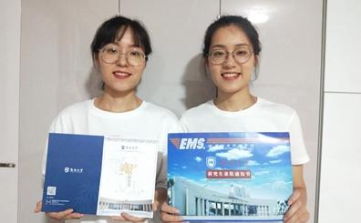 晒一晒录取通知书 | 内蒙古双胞胎姐妹一齐收到海大录取通知书:海南,大家来啦