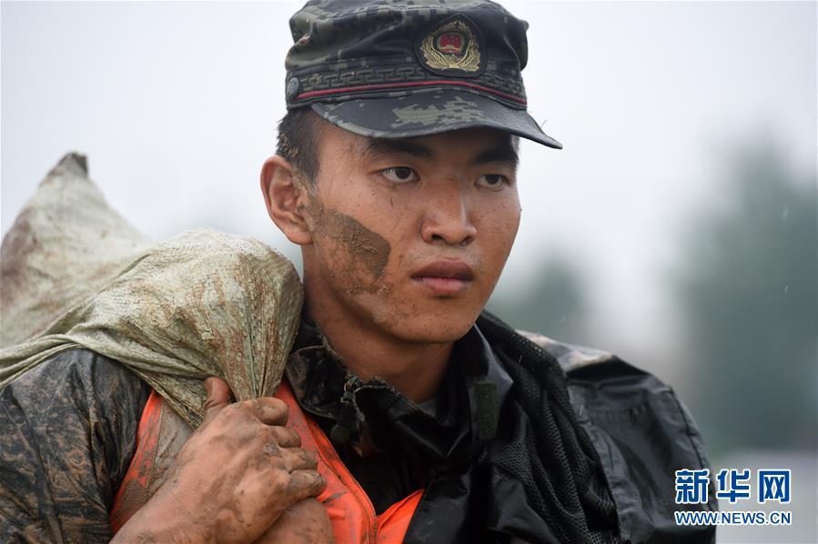 (在习近平新时代中国特色社会主义思想指引下——新时代新作为新篇章·习近平总书记关切事·图文互动)(6)一切为了人民——写在全国登录救灾取得阶段性重大胜利之时
