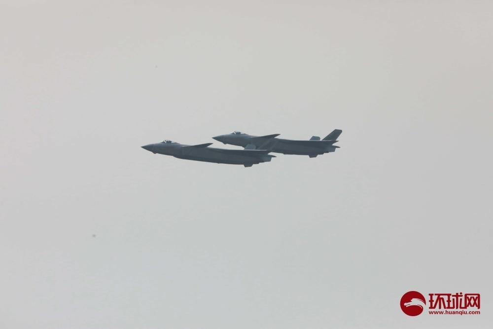 9月28日,第十三届中国航展开幕,中国空军歼20战机到场献技。